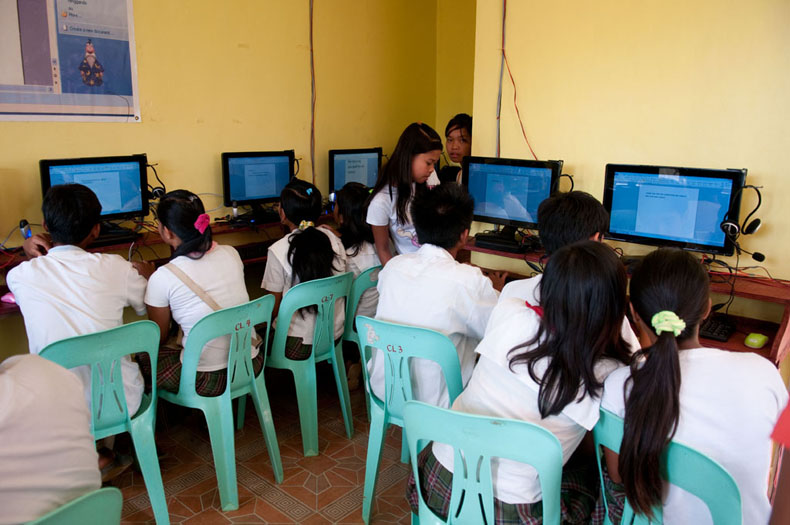 Canumay, Philippines<br>Students using the computer lab during class.
